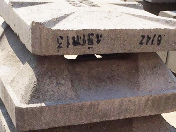 Coppi portoghesi in cemento Fontanellato